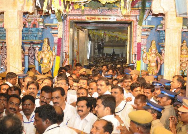 http://rightmantra.com/wp-content/uploads/2012/12/Vaikunda-ekadesi.jpg