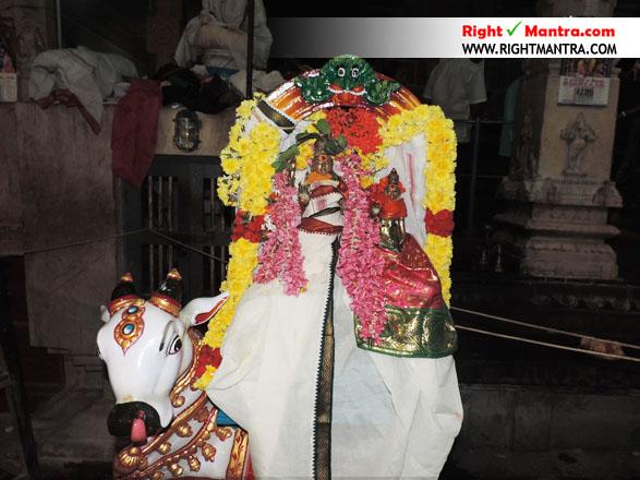 மரகதாம்பிகையுடன் தலைவர் இருதயாலீஸ்வரர்