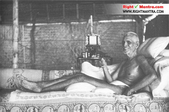 பகவானின் இந்த புகைப்படம் மிகவும் விசேஷமான ஒன்று. பார்ப்பதற்கு சாட்சாத் மகா பெரியவாவை போலவே இருப்பார்.