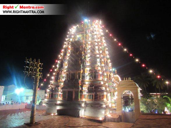 லட்ச தீபத்தன்று இரவு வேளையில் ஜொலிக்கும் கோபுரம்