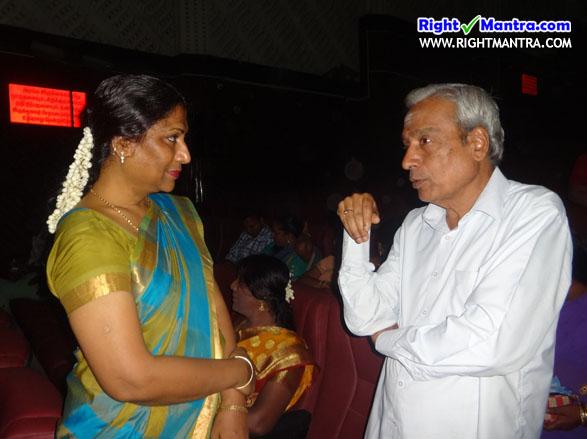 'வான் கலந்த மாணிக்கவாசகர்' நாடகத்தின் போது... நர்த்தகி நட்ராஜ் அவர்களுடன் வலையப்பேட்டை கிருஷ்ணன் அவர்கள்