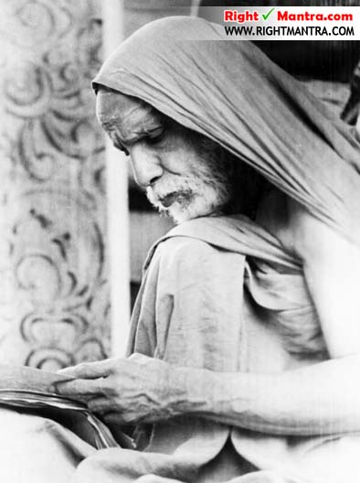 Maha Periyava reading manuscript copy copy