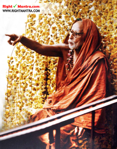 Maha Periyava pointing finger