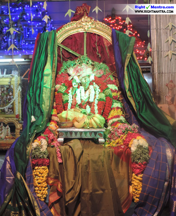 அயோத்யா மண்டபத்தில் மகா பெரியவா எழுந்தருளிய ஒரு அலங்காரம்!