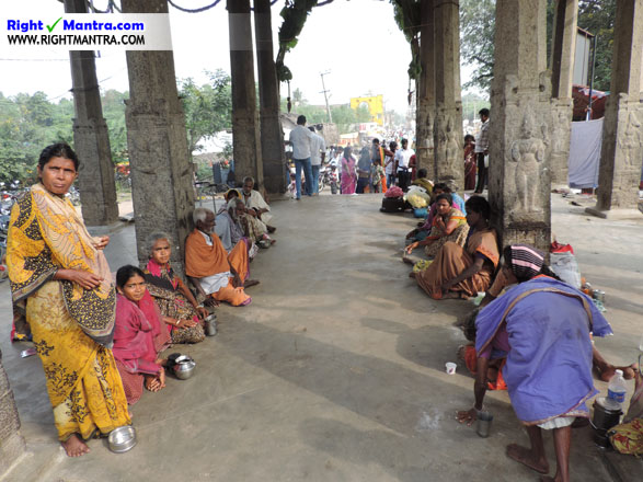 Temple_beggars 1