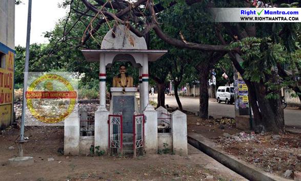 பிரபல சுதந்திர போராட்ட வீரர் தீர்த்தகிரியாரின் சிலை தருமபுரியில் காணப்படும் நிலை