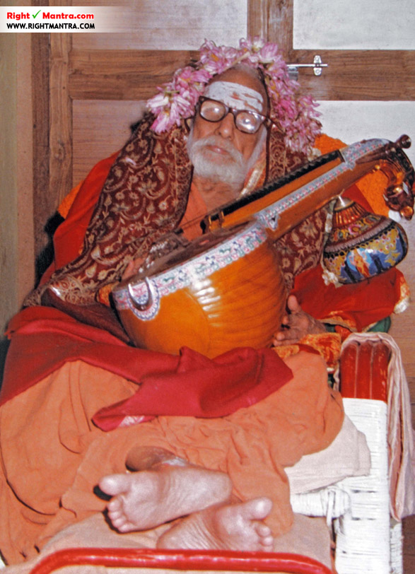 Maha Periyava with veenai