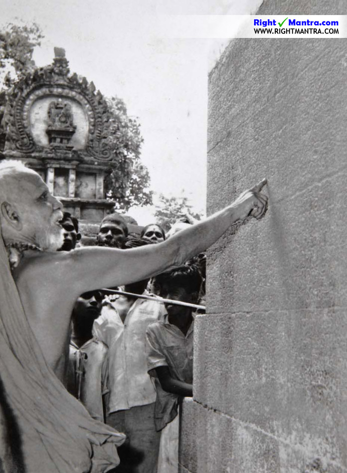 Maha Periyava Inspecting