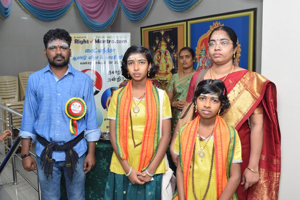 நமது குழு உறுப்பினர் குட்டி சந்திரனுடன் வள்ளி, லோச்சனா, திருமதி.காயத்ரி சீதாராமன் அவர்கள்